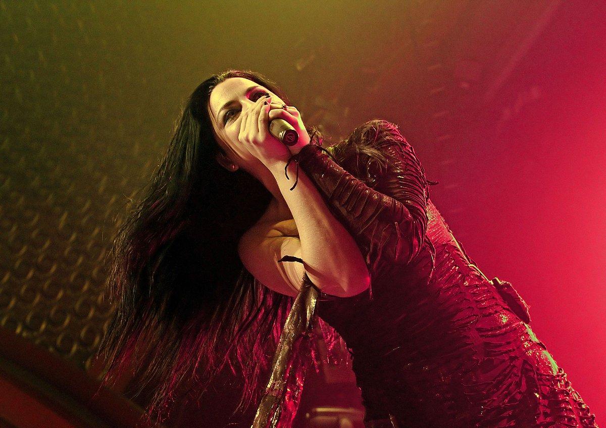 Jornal afirma que @Evanescence negocia shows no Brasil ano que vem. https://t.co/NjRXVIyPSa https://t.co/wVPGlifk8o