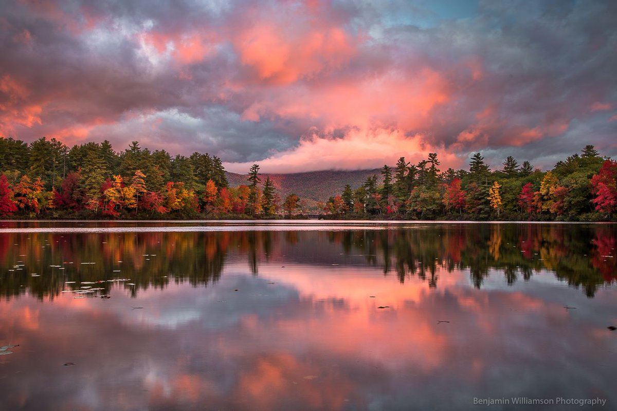 Hope your Sunday is as picture perfect as this #sunrise at #NH's Little Lake via  Benjamin Williamson Photography https://t.co/twOCcnsGd2