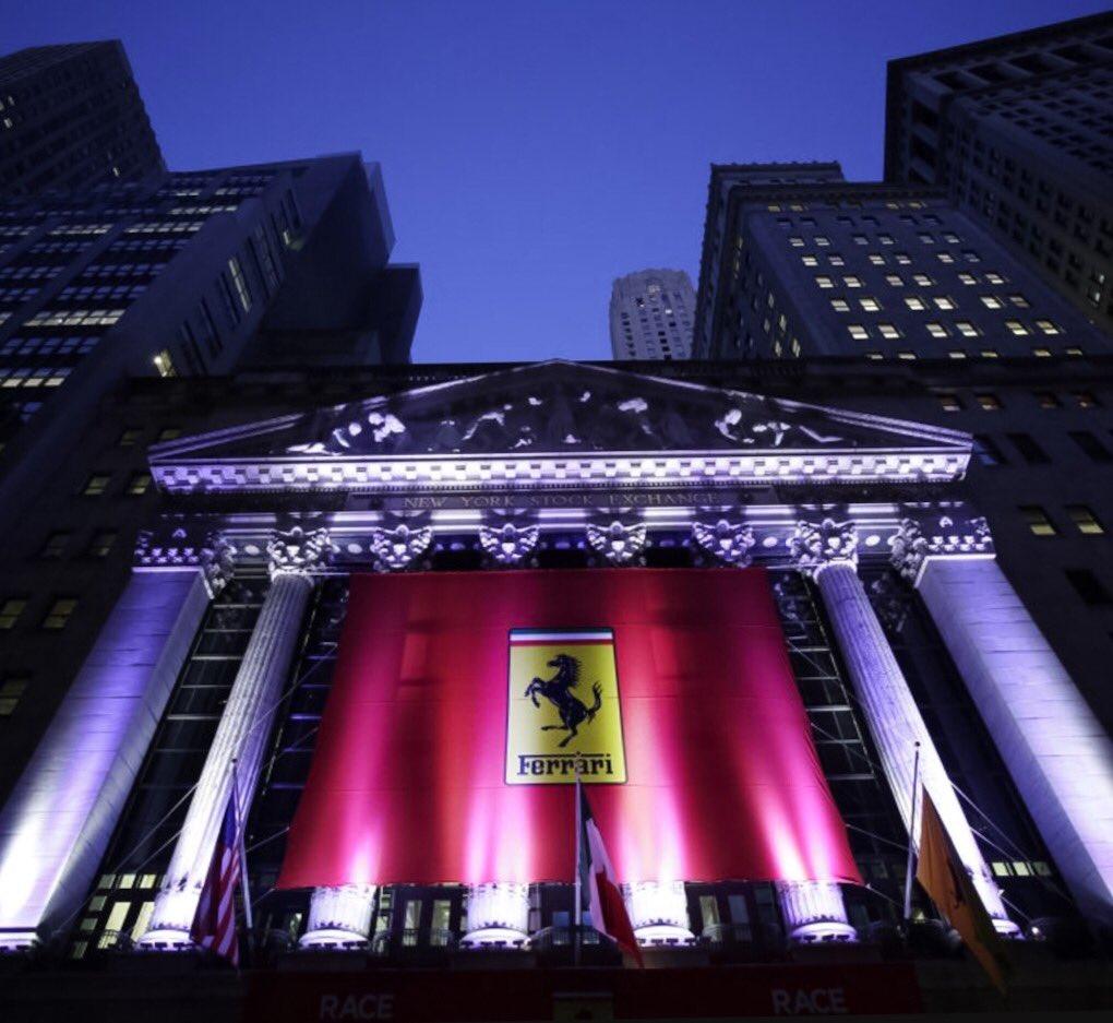 Wall Street si è vestita di rosso Ferrari per festeggiare la quotazione in borsa del Cavallino. L'azione vale 52$ https://t.co/zHQicjaAWz