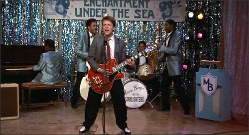 Did you know the Gibson ES-345 guitar Marty plays in 1955 wasn't produced until 1958? #BackToTheFutureDay https://t.co/MNRRq5wTqk