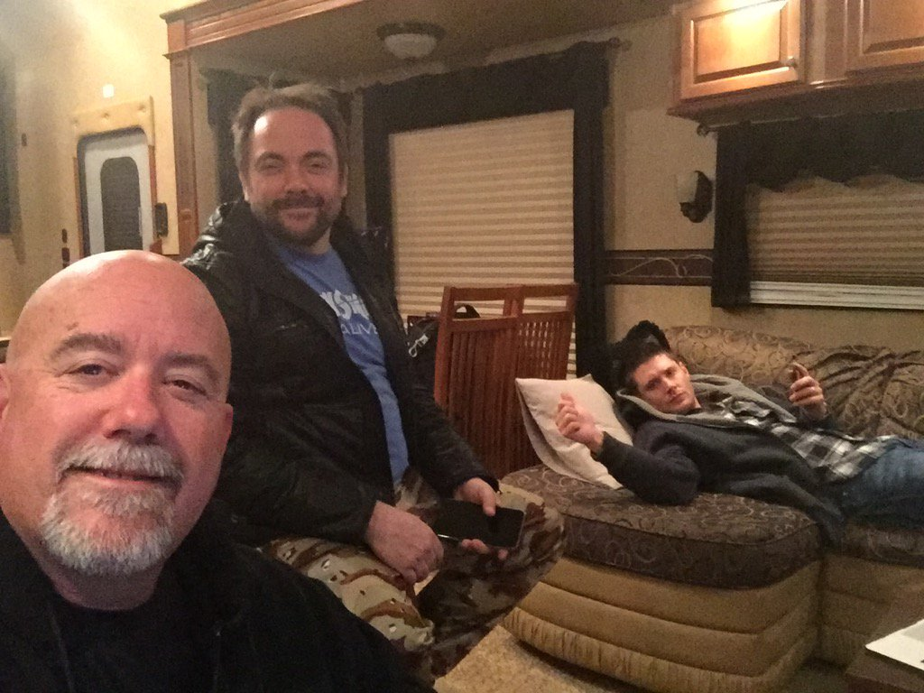 Happening right now just missing a couple lazy guys who aren't working tonight @SPNFanMovie https://t.co/6gj58P377G