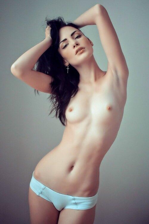 фото голых девушек с плоской грудью