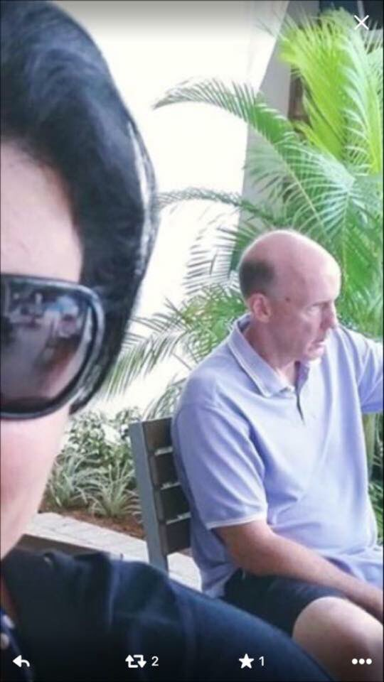 Here is former Miami #Dolphins head coach, Joe Philbin watching the Dolphins vs. Titans game at Margaritaville https://t.co/M00G3T5NtX