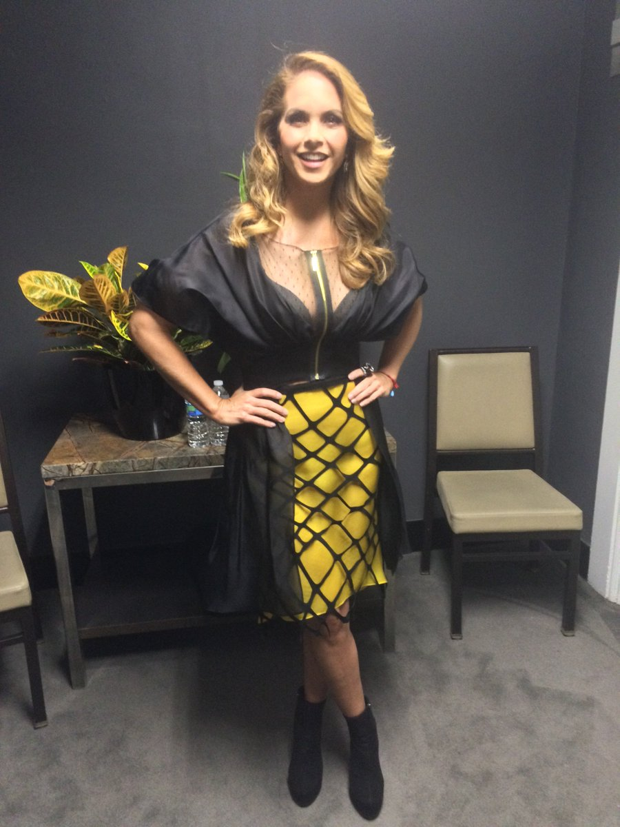 And another #HispanicTVSummit backstage look @LuceroMexico, this time solo #NYCTVWK https://t.co/h94UhkRrln https://t.co/cx3eSG5nWU