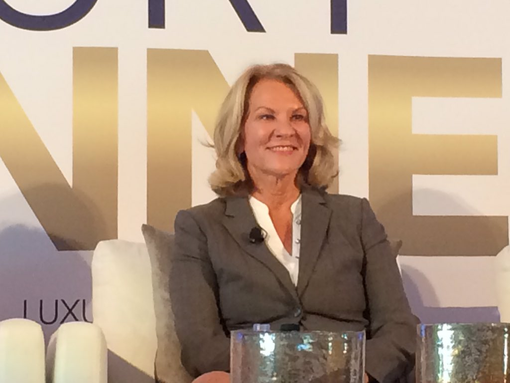 Renee Grubb from @villageprops says the luxury buyer is looking for privacy. #ICLX #LuxuryConnect @InmanNews https://t.co/kk64enH3Pv