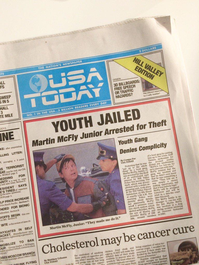 """本日のUSA TODAY(全国紙)  OCT. 22, 2015 """"Hill Valley edition""""   北米で、本当に今日の日付で、売ってるんです!!  #映画 の小道具ではありません✨  #BTTF2015 https://t.co/ldoZKknqfZ"""