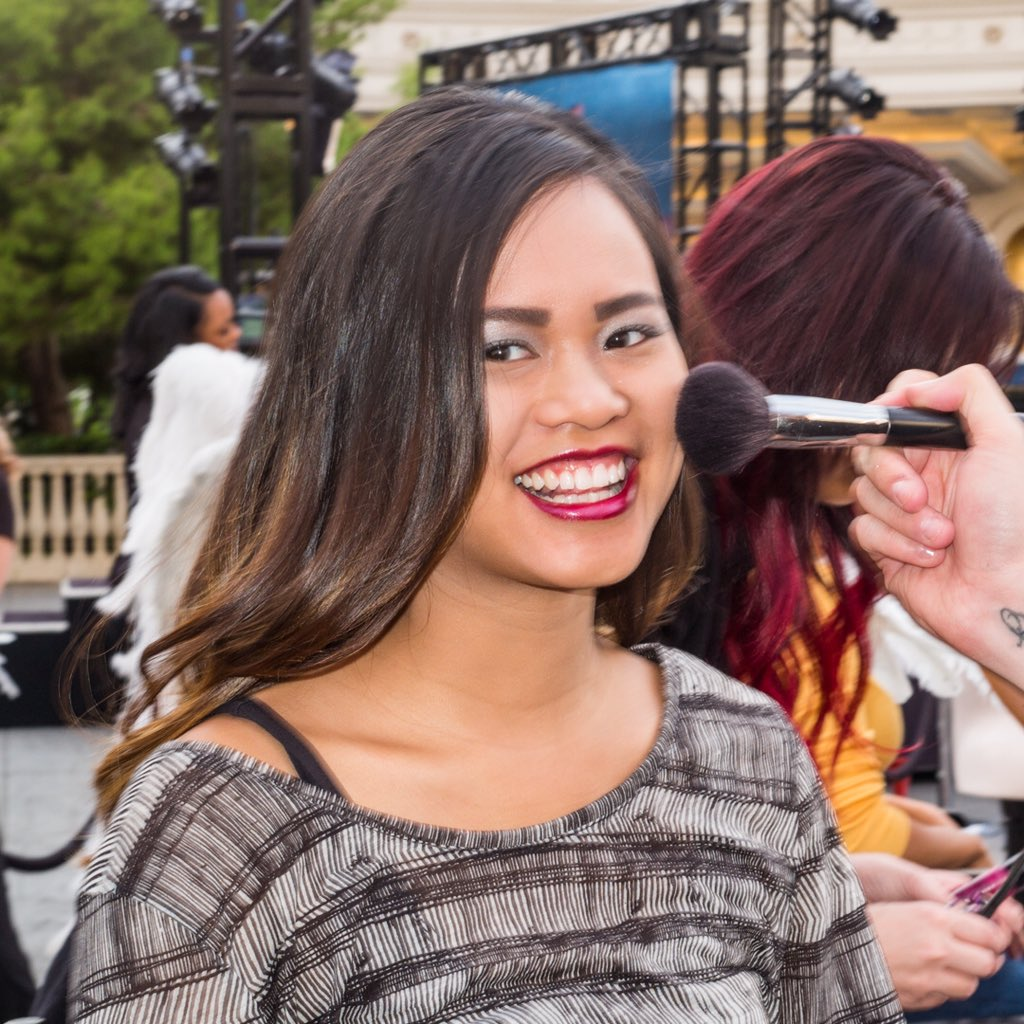 Makeover time. ???? ???? ???????? Follow us on Snapchat as we surprise fans in #Vegas! ????: victoriassecret #UpForAnything https://t.co/dwGvZ7YhE1