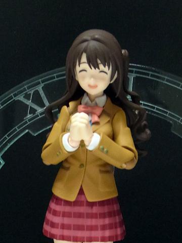 ところでfigma島村卯月および渋谷凛に付属の「祈る手首(」ですが http://t.co/uxb3tqRLFR