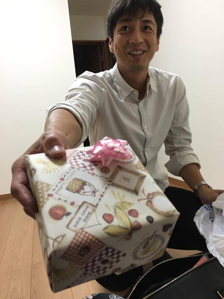 誕生日プレゼントもらった。そしてテレビ見た。 http://t.co/M8YaK49Ib6