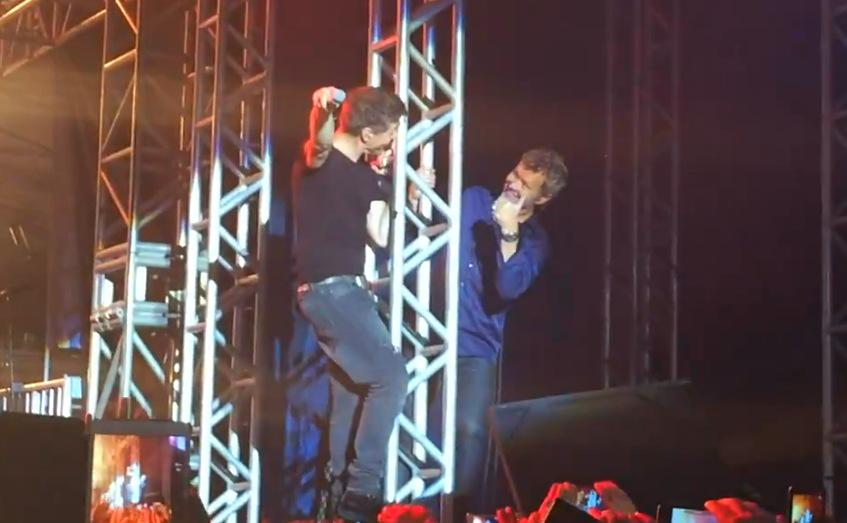 Morten continued his climbing antics in Fortaleza last night, to Magne's amusement: https://t.co/UniECQ26pl http://t.co/nNx3553SHe