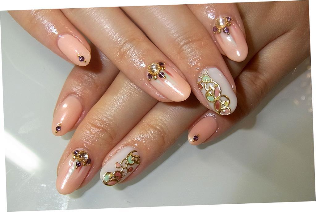 Дизайн ногтей с округлой формой