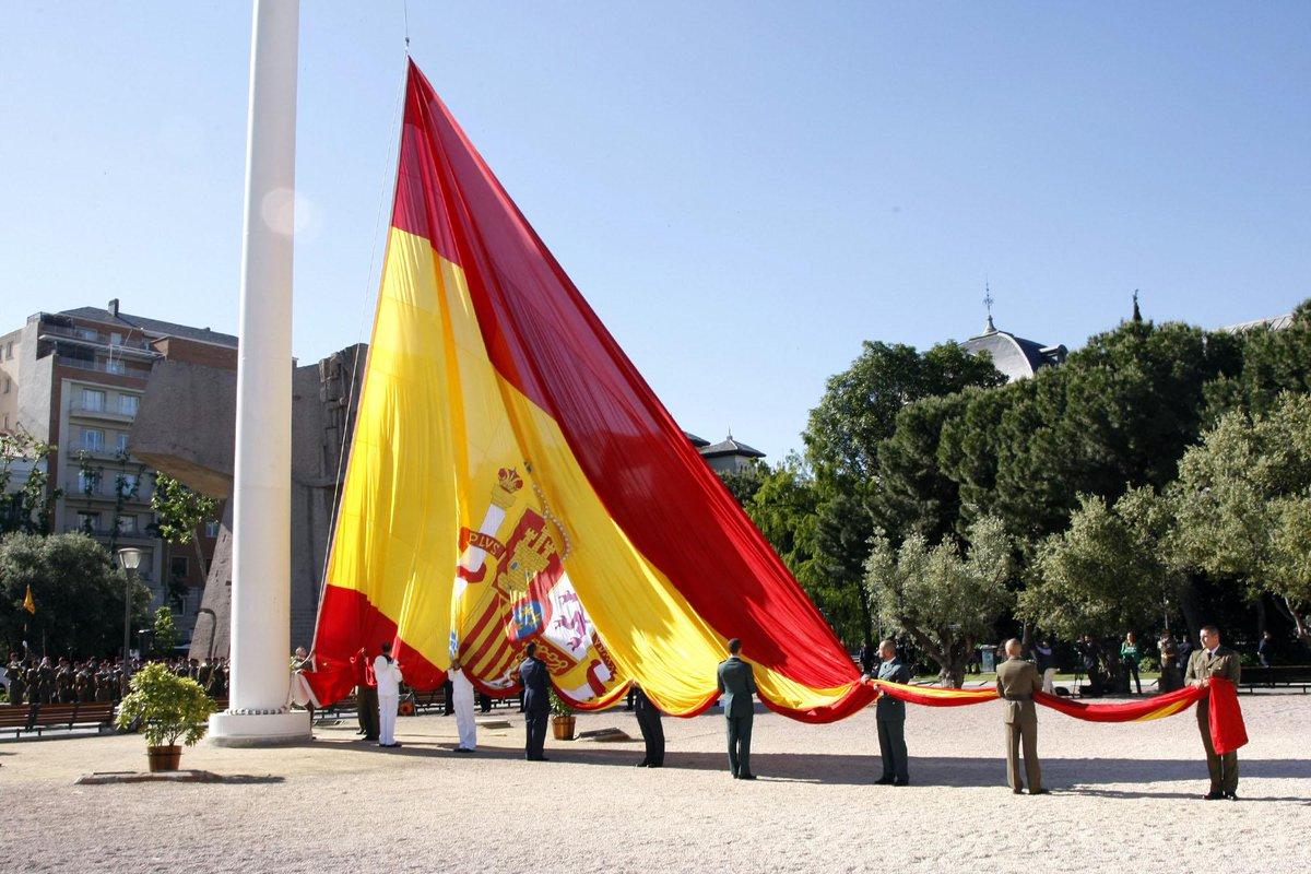 Buenos días lunes, hoy celebramos la Fiesta Nacional de España y Día de la Hispanidad #12octFiestaNacional#Diadetodos http://t.co/PdcVDq4bS2