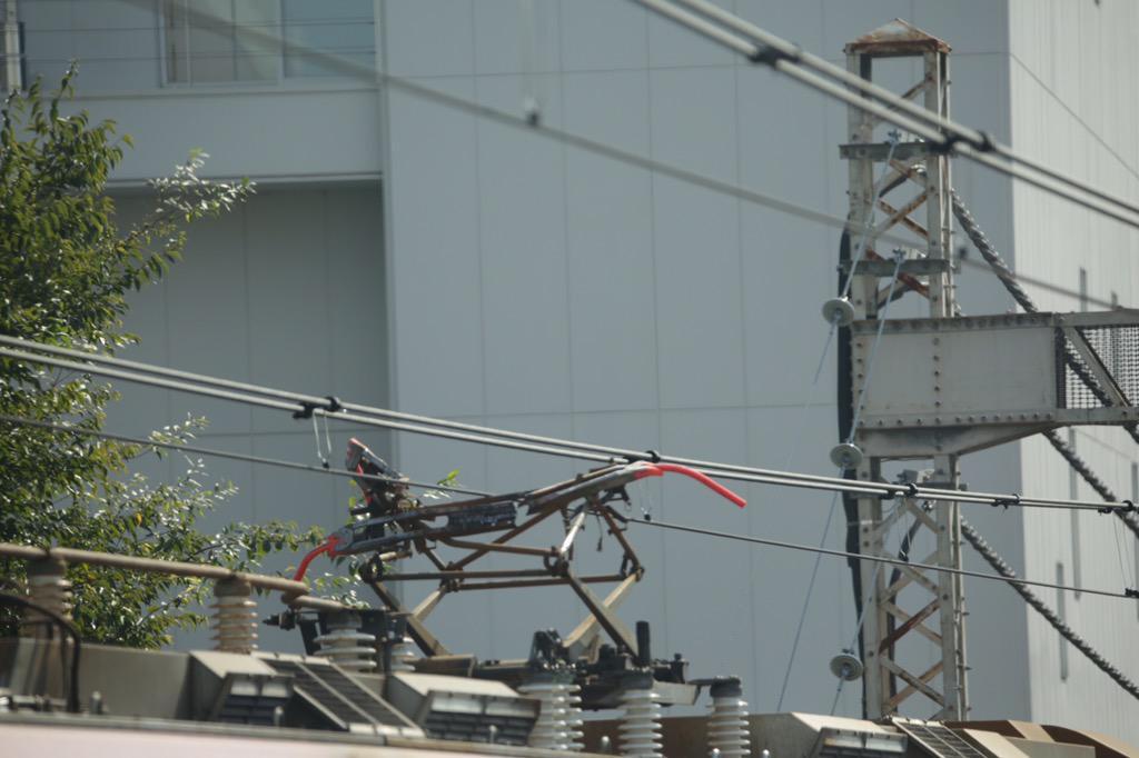 埼京線と湘南新宿ラインの車両故障の原因が、山手貨物線を行く貨物列車の機関車の架線トラブルって訳だ>一連のRT http://t.co/yTFa83jko9 http://t.co/PCpj3pmXOD