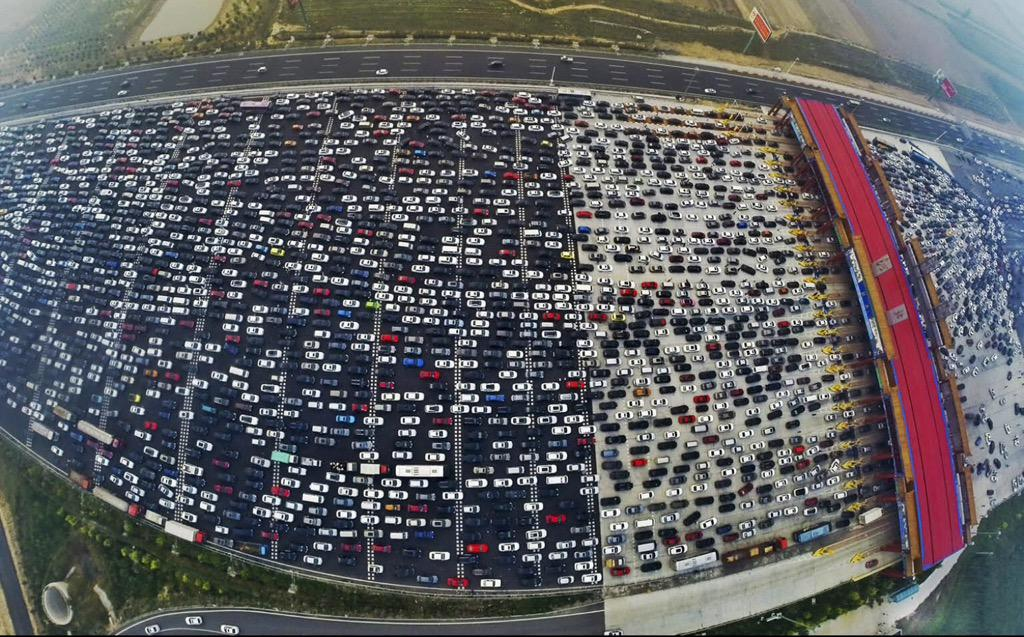 Monday morning blues? Could be worse.. 50-lane 10-day traffic jam in China http://t.co/GtTvjZwuCM http://t.co/GbSwqAzUBt