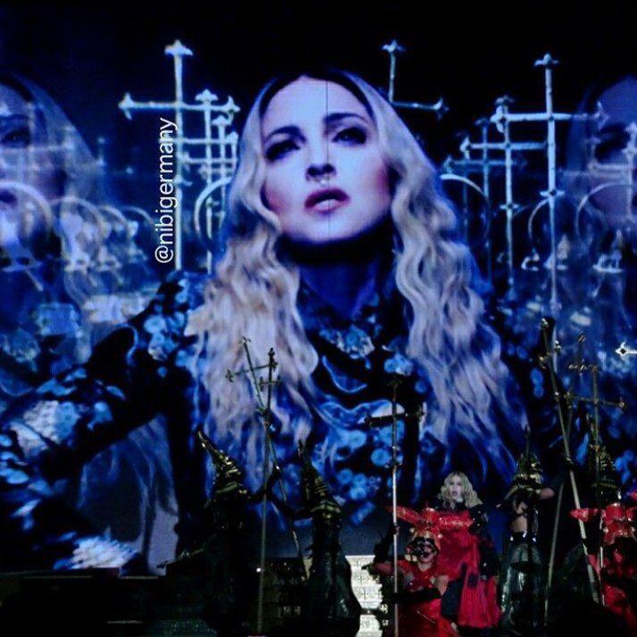 Celebrating Thanksgiving in Edmonton! ❤️ #rebelhearttour http://t.co/0GkykOku2G