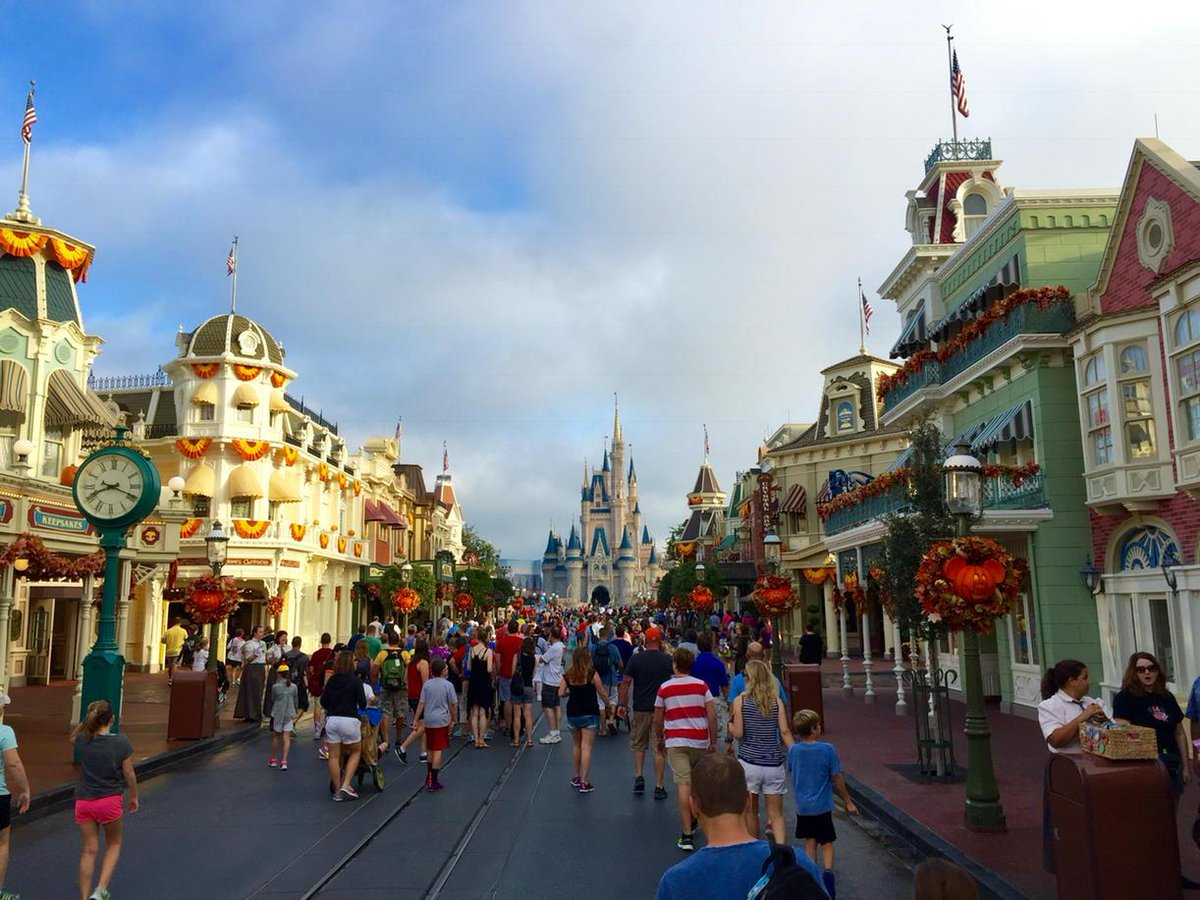 Good morning Magic Kingdom! :-) http://t.co/tEialROUHp
