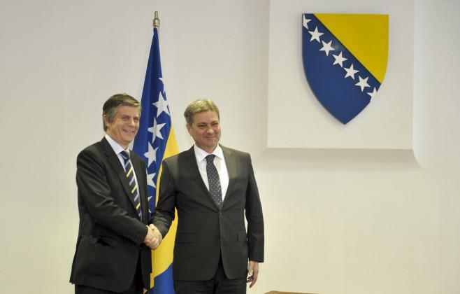 Na sastanku sa ambasadorom L.G.Wigemarkom o dinamici i  provođenju mjera iz reformske agende @LarsGWigemark @eubih http://t.co/vwtIePVTN0