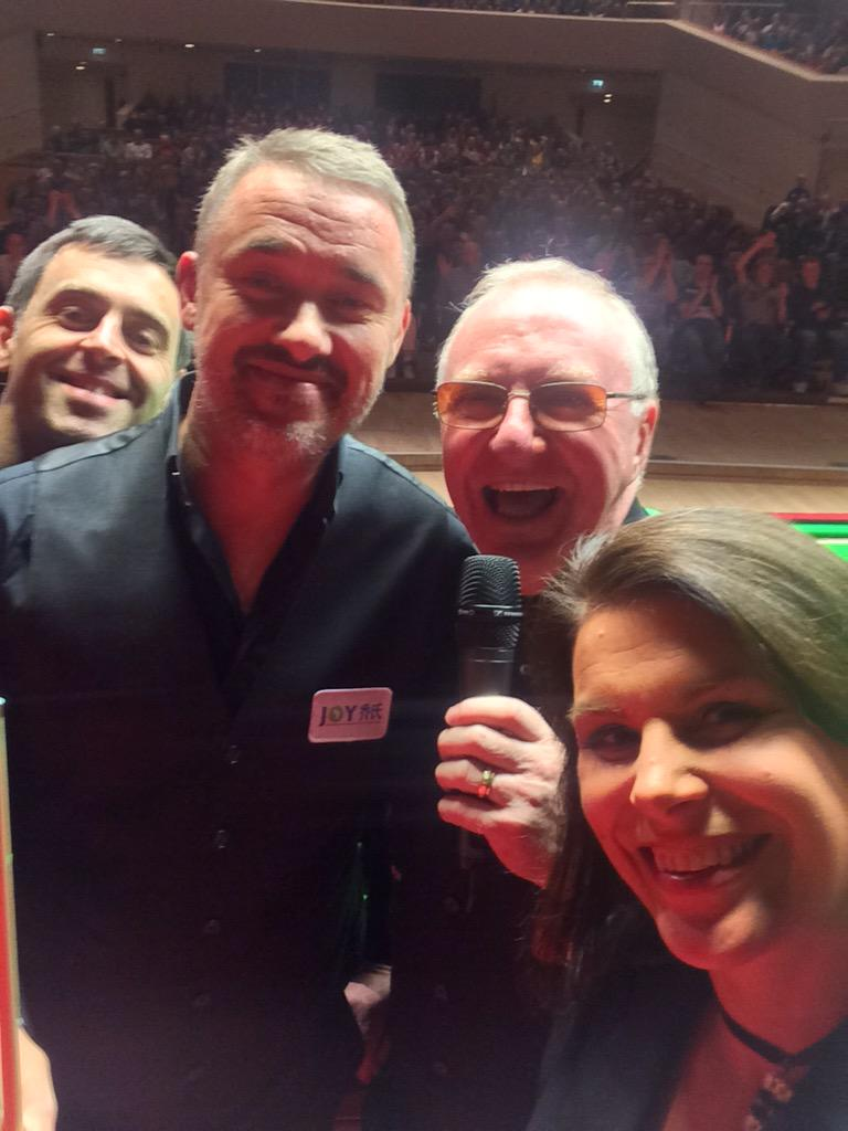 Biggest crowd at a snooker event for years in the UK! Selfie time ;-) @Snookerlegends http://t.co/OtuyFX7Aps
