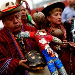"[VIDEO] Chamanes peruanos hicieron un ""ritual"" en contra de Alexis Sánchez http://t.co/yPFGfqEZIg http://t.co/ioiiHSJAfb"