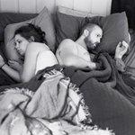 Фотограф удалил телефоны со снимков, чтобы показать, как люди отдалились друг от друга. http://t.co/FvDoiyuB6F