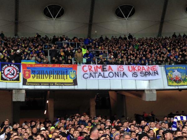 pancarta avui a les graderies del NSK Olimpiyskyi de Kiev durant el partit Ucraïna-Espanya http://t.co/ZnE283ihZF