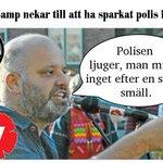 Vänsterpamp nekar till att ha sparkat polis i huvudet #svpol #vpol http://t.co/9DY0bFqeKg