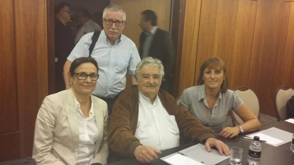 """Mujica """"en un mundo globalizado y dominado por el capital, la vida humana es lo más valioso y debe ser preservada"""" http://t.co/B81lZyOcPv"""