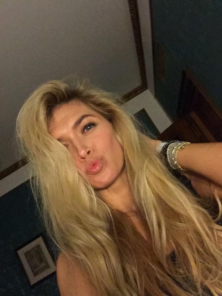 Любви и поцелуев вам побольше ❤️❤️❤️ http://t.co/meA8Rhhm5S