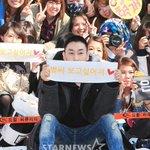 Super Junior ウニョク、最後はファンと一緒に記念撮影(10/13、入隊現場) http://t.co/wc1Z0jHwPj http://t.co/eGLb0Z5qYh