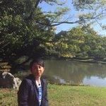 オバショット。 素敵な日本庭園でおすましする、有吉おばさん。。。 http://t.co/pQWD1uyyZD https://t.co/t9kJWfEPAm