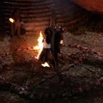 Vicente y Bernardo son quemados vivos por los Altísimos en un pentagrama invertido #LaPoseída http://t.co/FsVfrXWEmh