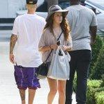 Justin deixando o restaurante Bouchon, em Beverly Hills - 12 de Outubro. #EMABiggestFansJustinBieber http://t.co/f4xNipMBGs