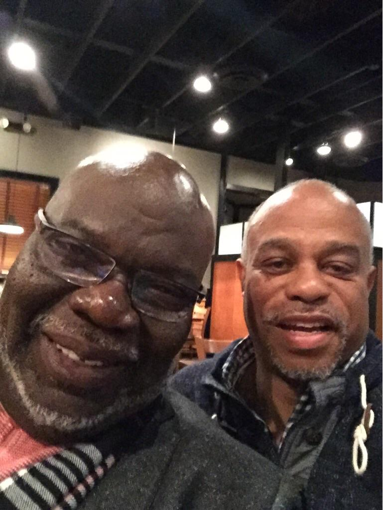 Honored to have dinner with my spiritual father @BishopJakes What a honor to have him in Bowie! http://t.co/m3vvuXPH79