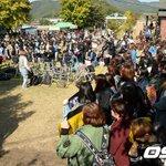 Super Junior ウニョク入隊現場に国内外から400人のファンが集まる(10/13) http://t.co/wc1Z0jHwPj http://t.co/1SYU6iSHZ2