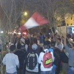 "Cerca de un centenar de hinchas peruanos interrumpen concentración de la ""Roja"" en Lima http://t.co/iQ9PWtjbSa http://t.co/M80bIozYBq"