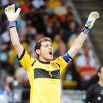 En tu opinión, ¿quién debería ser el portero títular de la Selección en la Eurocopa?  RT - Casillas FAV - De Gea http://t.co/cx2eQmxCQw