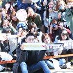 #Superjunior #은혁 이 입대를 앞두고 팬들과의 시간을 가졌습니다. 기념사진 촬영과 더불어, 찾아와준 팬들을 향해 큰절을 올리기도 했네요! #WaitingforEunhyuk #건강히_다녀오세요 http://t.co/Ms2Ga3AYkW