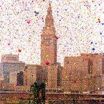 1,5 миллиона воздушных шаров в небе. Кливленд, США. 1986 год. http://t.co/oebnZwko6H