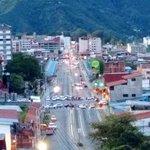 Atención taxistas comienzan a trancar el Viaducto Campo Elías en protesta por inseguridad http://t.co/QCTYgPDiw3