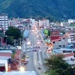 Av Las Americas cruce con Yuan Lyn y Av 2 con Viaducto Campo Elias ya esta trancado por taxistaa http://t.co/VJswBc6reL