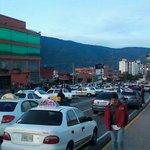 Atención: taxistas comienzan a trancar la ciudad(Avda Las Américas, frente Yuan Lin) http://t.co/G9Ab3z4teO