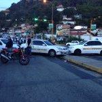 Trancazo de taxistas en puente de La Pedregosa..reclaman seguridad y respuestos http://t.co/nVqUTQB58V