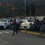 Reencontrarse en Mérida. Todas las vías tomadas por los taxistas. Foto del sector la avioneta ave Andrés Bello http://t.co/juHLkYRe13
