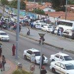 Tranca en la salida de Ejido por protesta de taxistas que reclaman seguridad y venta de respuestos http://t.co/4tLNDe4mh3