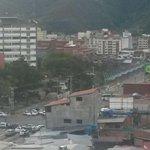 Tranzazo en viaducto Campo Elías por protesta de taxistas http://t.co/NPhq9oMn3I