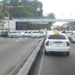 No hay paso en avda Urdaneta (Pie de El Llano) trancazo de taxistas http://t.co/7lZ92ddSB3