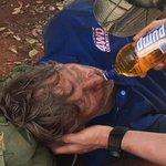 Homem come formigas e sobrevive 6 dias no deserto na Austrália http://t.co/0Nq5zhIS9o #G1 http://t.co/VyyG9cWufY