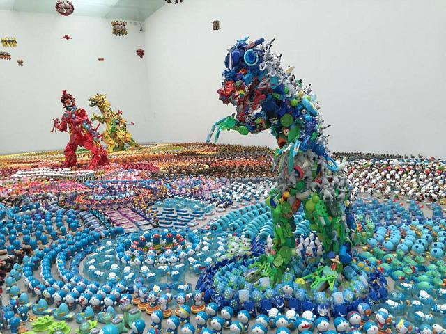 Artist Hiroshi Fuji Uses Discarded Plastic Toys to Create Dazzling Large-Scale Installations https://t.co/wiuXQZkgFs http://t.co/fRlpStHkns
