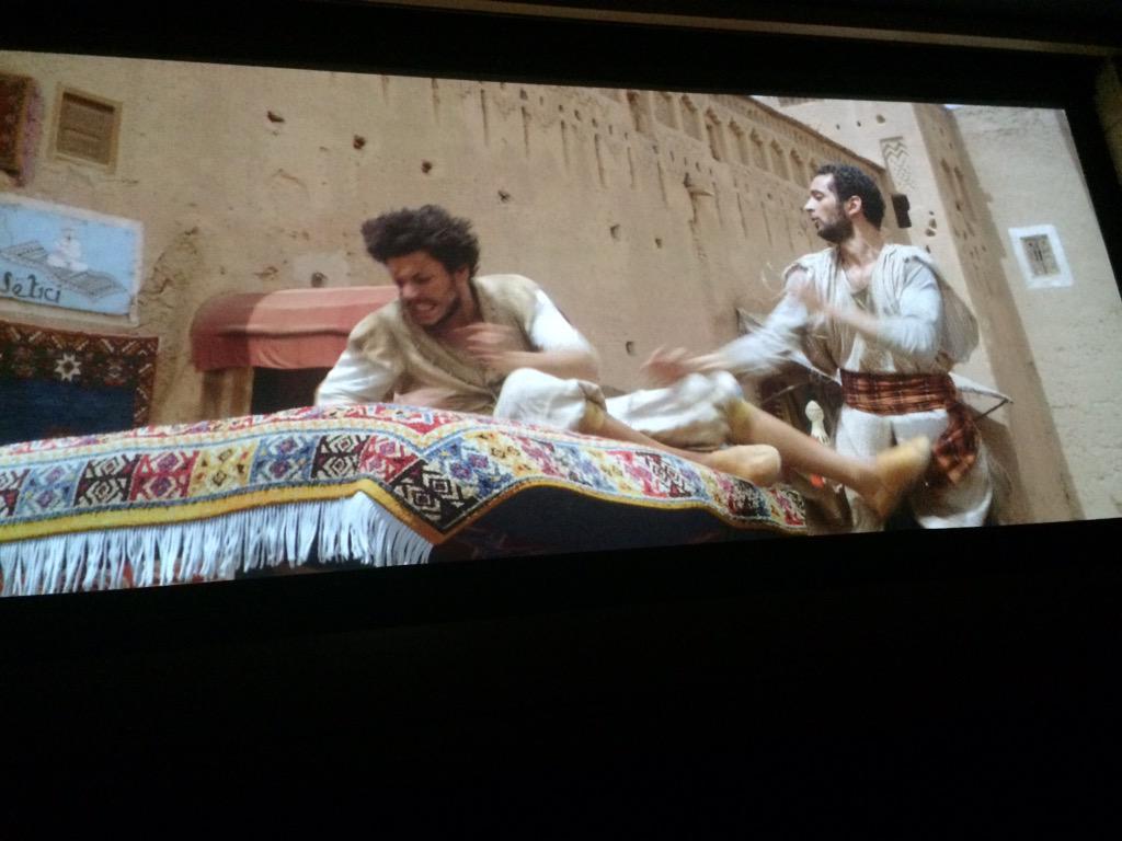 Ce soir on découvre Les Nouvelles Aventures d'Aladin avec @kevadamsss en avant-première hiiiiii ✨ http://t.co/fi4rxTsVoG