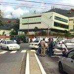 Así está la protesta de taxis frente Mercado Principal de Mérida.11am http://t.co/Km29Ccf4rj